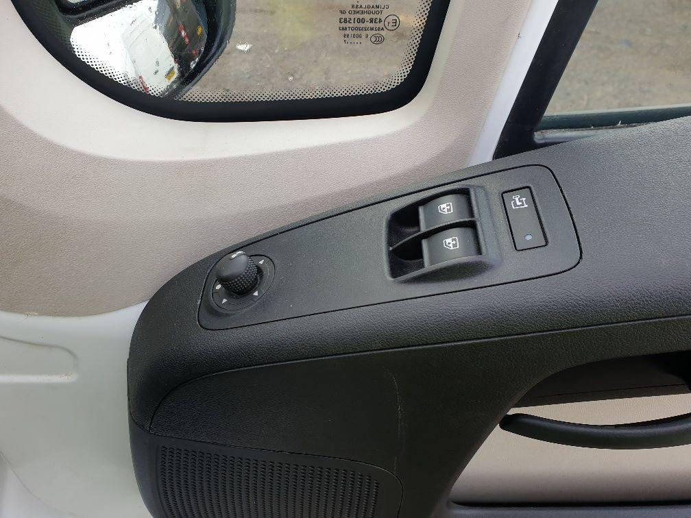 2017 Peugeot Boxer 2.0 Bluehdi H2 Van 130Ps (NX67YVU) Image 15