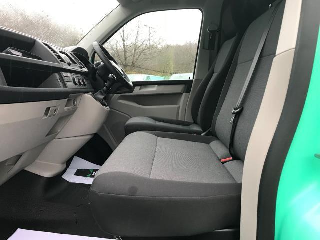 2017 Volkswagen Transporter T28 LWB DIESEL 2.0 TDI BMT 84 STARTLINE VAN EURO 6 (SB67ORW) Image 12