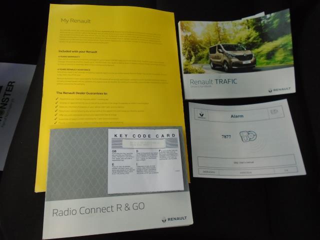 2017 Renault Trafic SL27 DCi 120 BUSINESS+  AirCon Parking Sensors (SE17CXG) Image 23