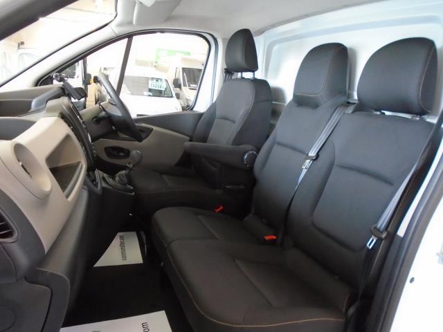2017 Renault Trafic SL27 DCi 120 BUSINESS+  AirCon Parking Sensors (SE17CXG) Image 15