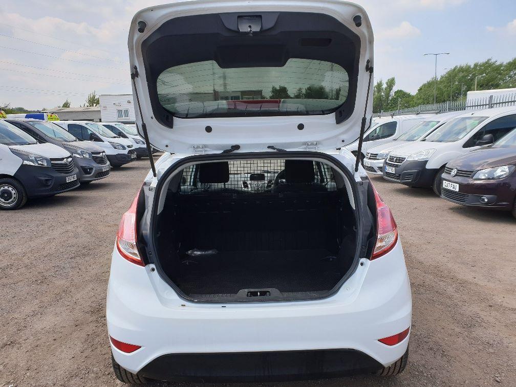 2015 Ford Fiesta DIESEL 1.5 TDCI VAN EURO 5 * SPEED LIMITER SET AT 70MPH * (WN15KCG) Image 9