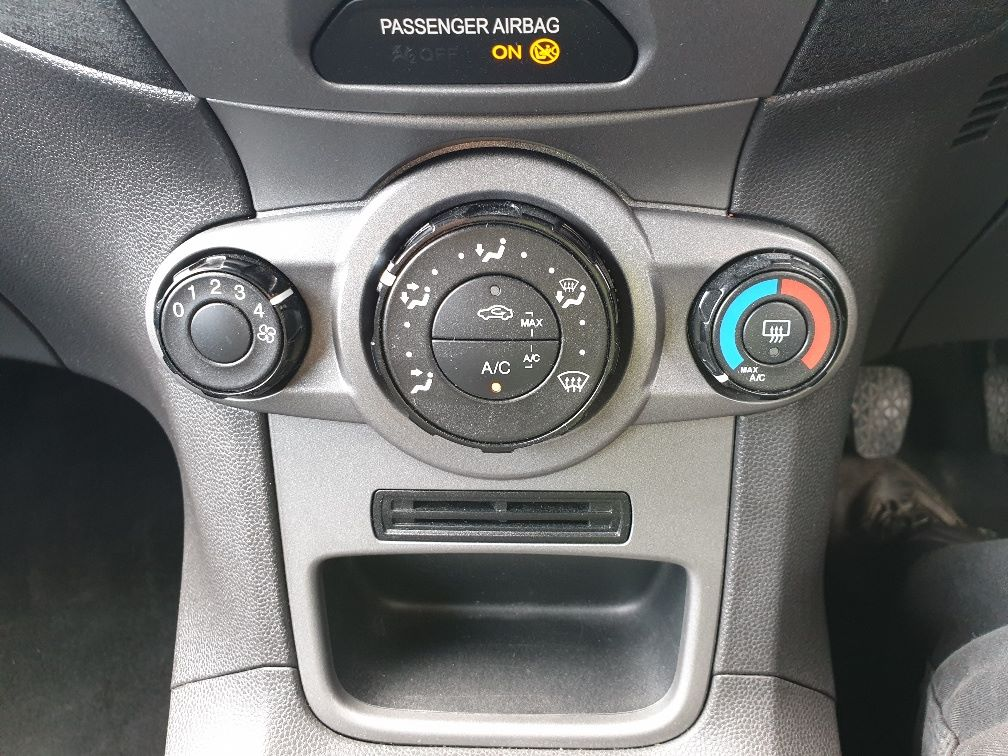 2015 Ford Fiesta DIESEL 1.5 TDCI VAN EURO 5 * SPEED LIMITER SET AT 70MPH * (WN15KCG) Image 21
