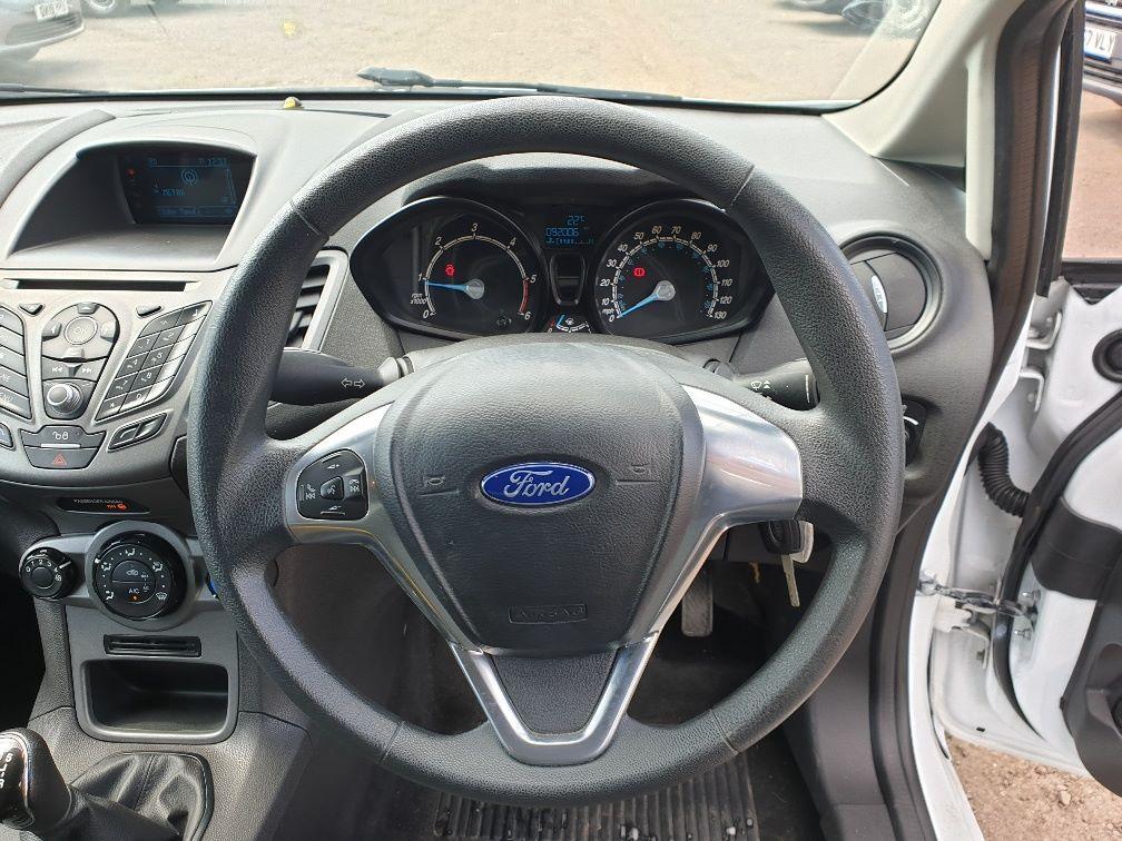 2015 Ford Fiesta DIESEL 1.5 TDCI VAN EURO 5 * SPEED LIMITER SET AT 70MPH * (WN15KCG) Image 15