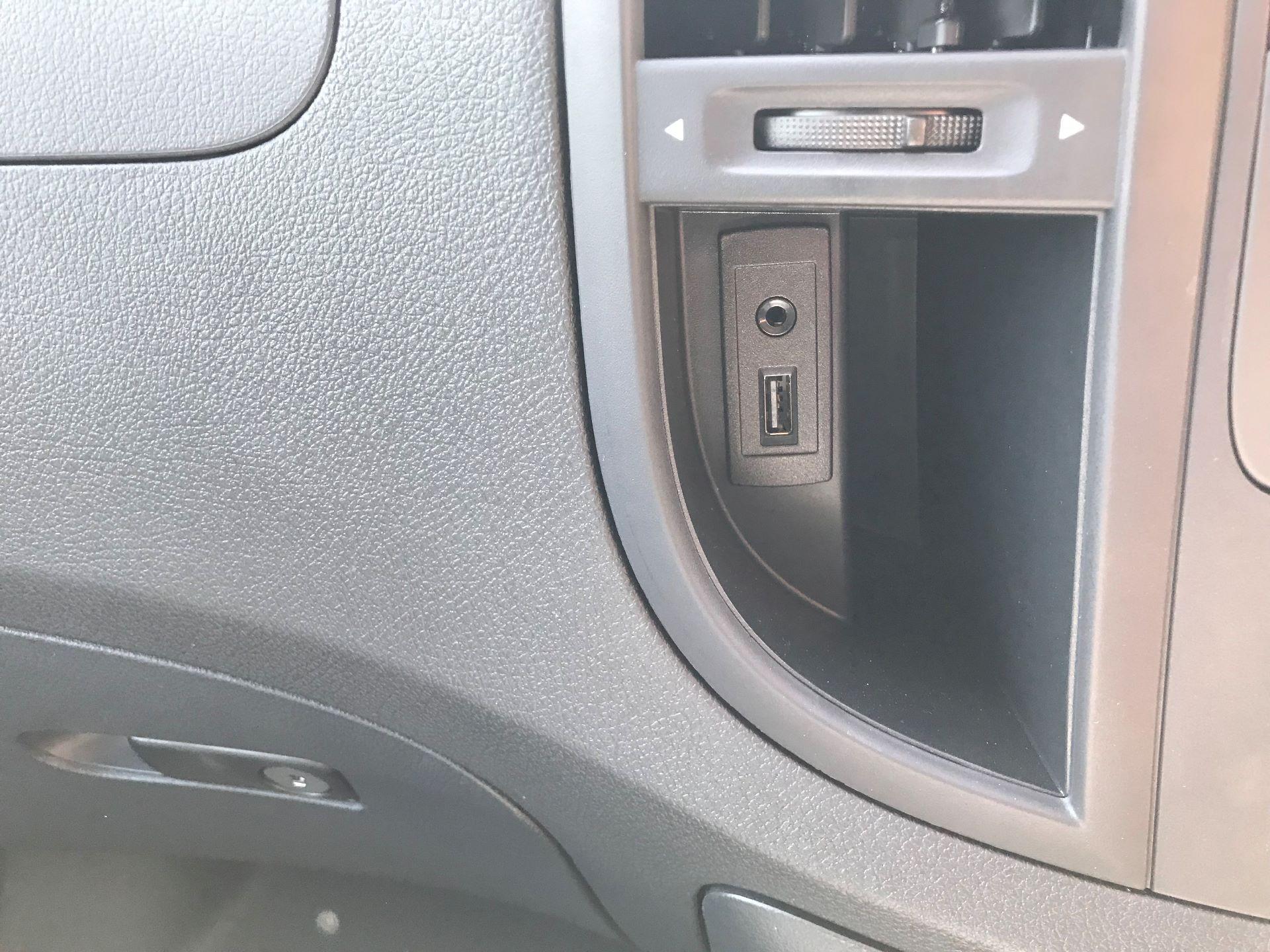 2019 Mercedes-Benz Vito 111Cdi Van Euro 6 Massive specification A/C (YM19FPO) Image 17