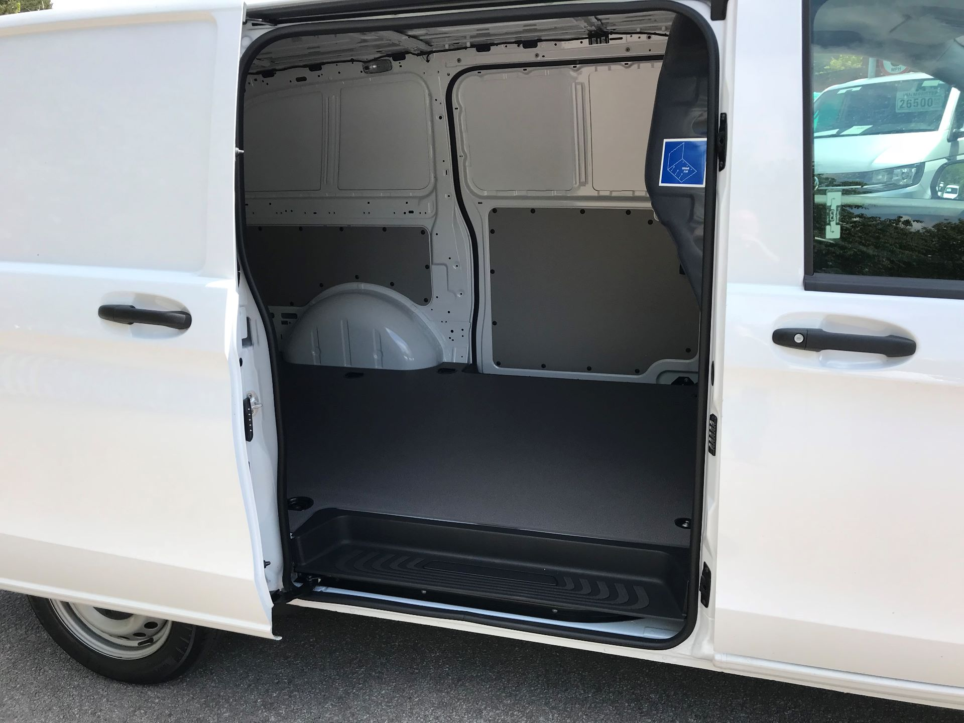 2019 Mercedes-Benz Vito 111Cdi Van Euro 6 Massive specification A/C (YM19HFV) Image 9